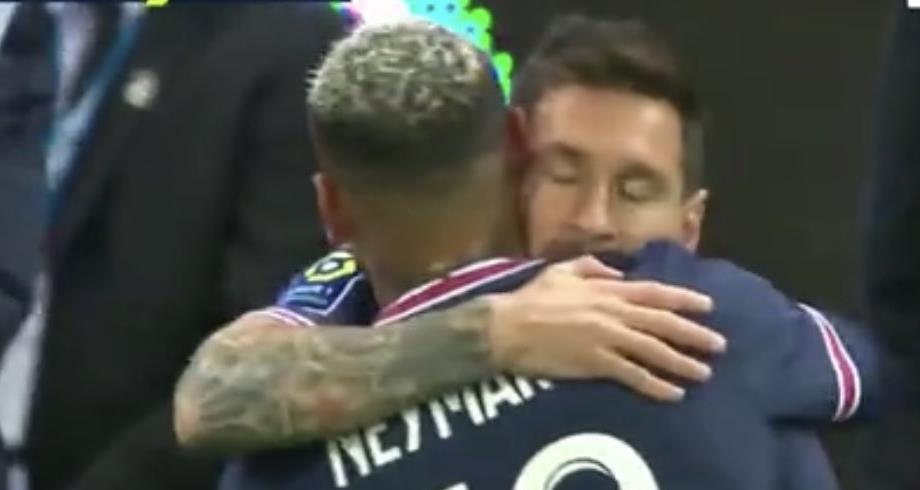 لحظة دخول ميسي لأول مرة بقميص باريس سان جريمان