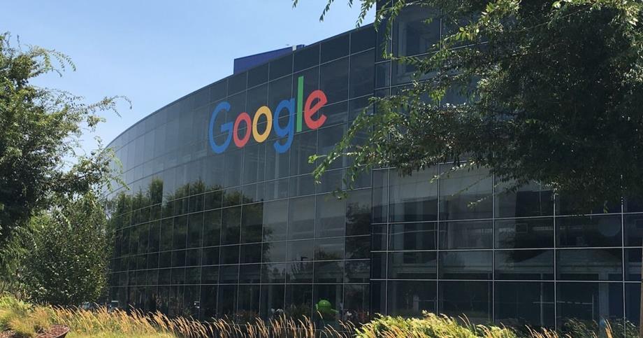 """""""غوغل"""" ترجئ العودة إلى مكاتبها إلى مطلع 2022"""