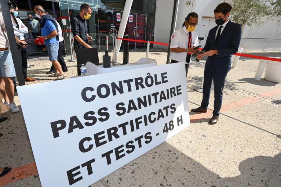 France: le patronat demande l'arrêt du « pass sanitaire » dans les centres commerciaux
