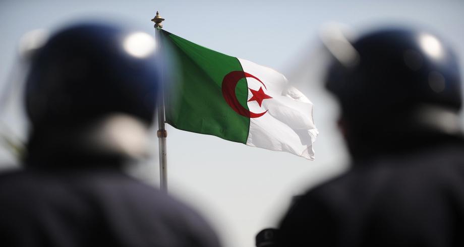 الجزائر .. تجدد المواجهات بين قوات الأمن ومتظاهرين في منطقة القبائل