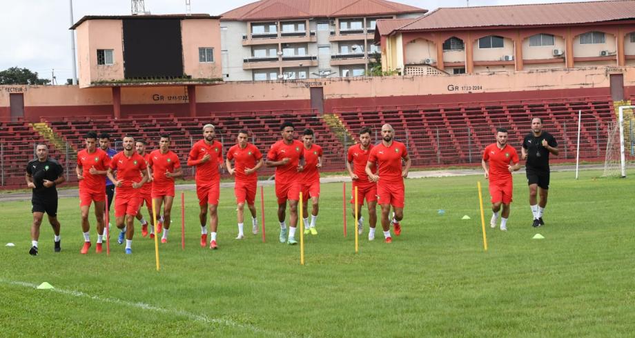 استعدادا لمواجهة غينيا.. المنتخب الوطني يجري أول حصة تدريبية بكوناكري