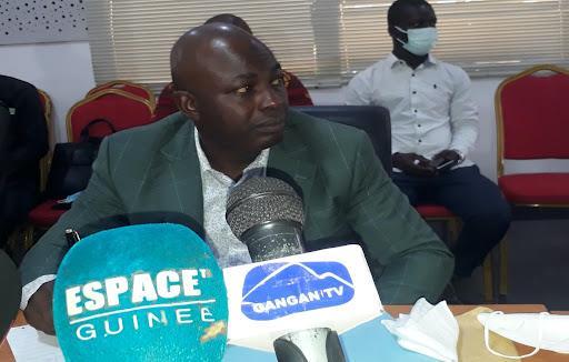 Guinée: des militaires annoncent avoir arrêté le président Alpha Condé et dissous la Constitution