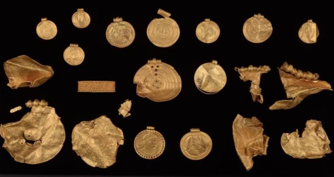 Un trésor pré-Viking d'objets en or retrouvé au Danemark