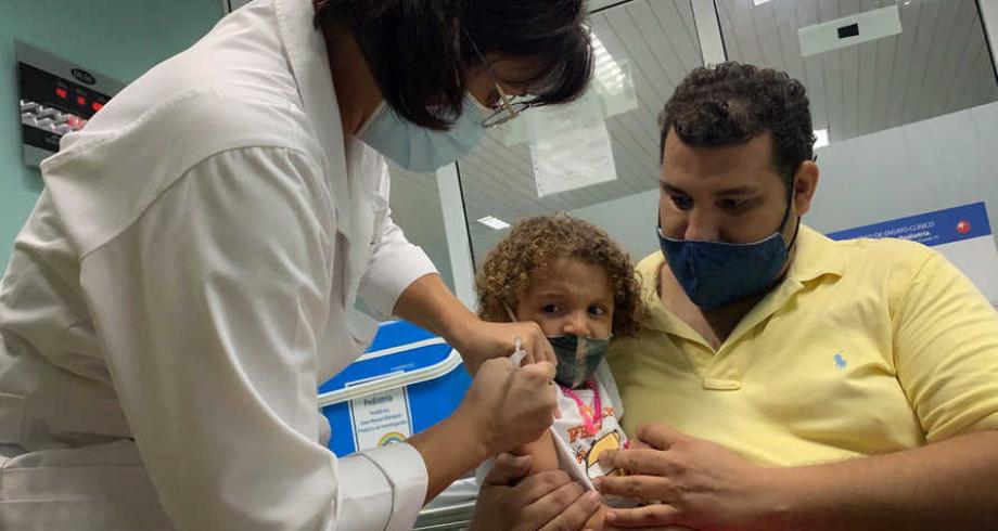 كوبا أول دولة في العالم تلقح الأطفال فوق العامين ضد كورونا