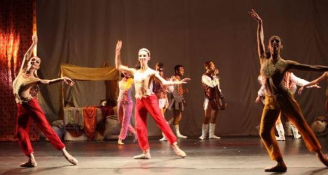 طنجة تحتضن الدورة 14 للمهرجان الدولي للمسرح الجامعي