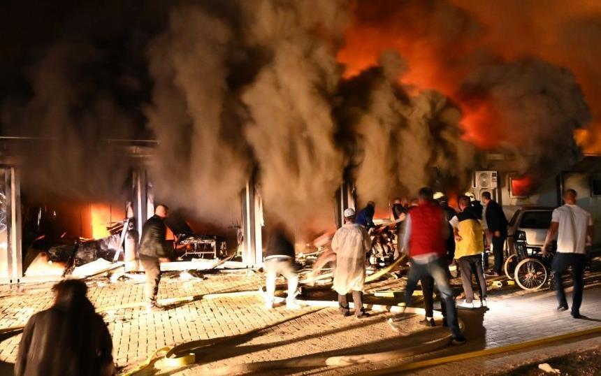 عشرة قتلى على الأقلّ في حريق بمستشفى لعلاج مرضى كوفيد في مقدونيا الشمالية