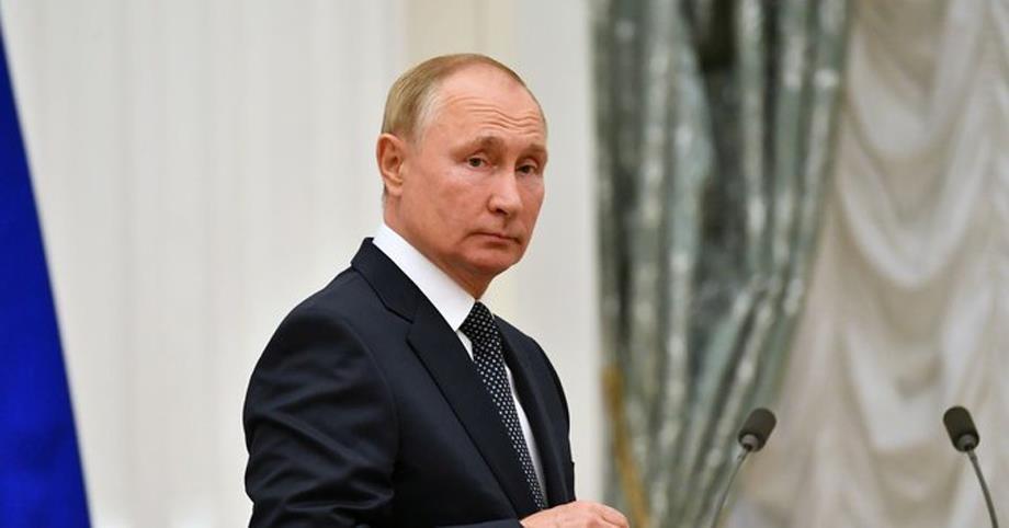 بوتين يخضع للحجر بعد إصابات بكوفيد في أوساطه