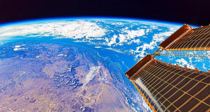 رواد فضاء صينيون يستكملون ثلاثة أشهر في مدار الأرض في سياق إنشاء محطة فضائية