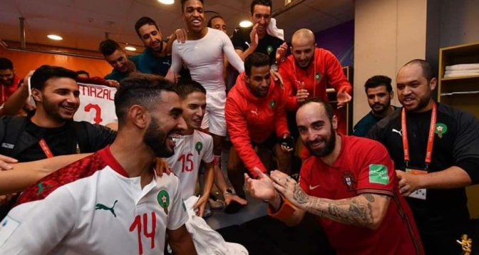"""النجم البرتغالي ريكاردينهو يحتفل مع """"الأسود"""" بالتأهل"""