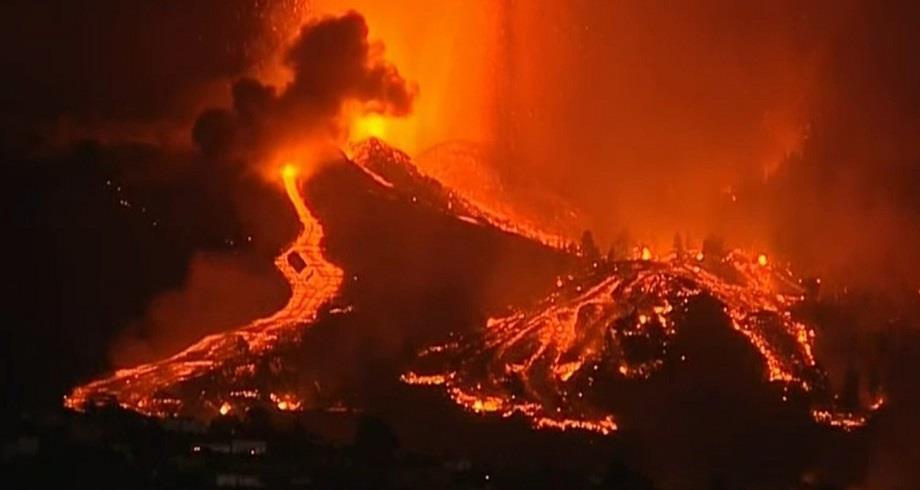 Volcan en éruption aux Canaries: évacuation massive de la population locale