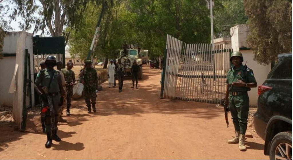 نيجيريا .. اعتقال ثلاثة أشخاص يشتبه في تورطهم في اختطاف أزيد من مائة تلميذ