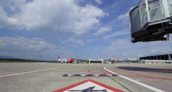 """إغلاق مطار جزيرة """"لابالما"""" في الكناري بسبب سحب الرماد البركاني"""
