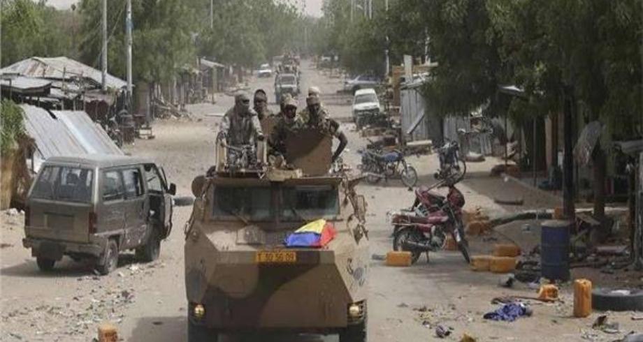 هجوم على قاعدة عسكرية نيجيرية يودي بحياة 56 شخصا من بينهم 34 مدنيا
