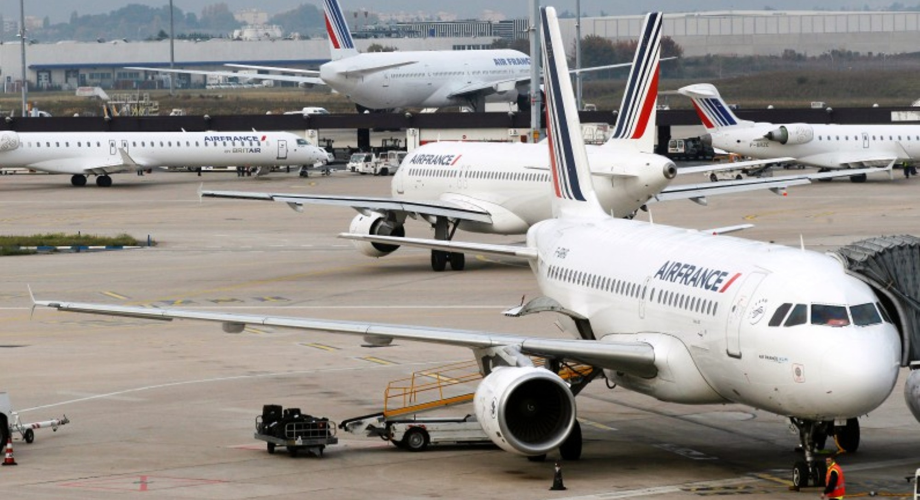 تعليق الرحلات من مطاري باريس بسبب عطل فني