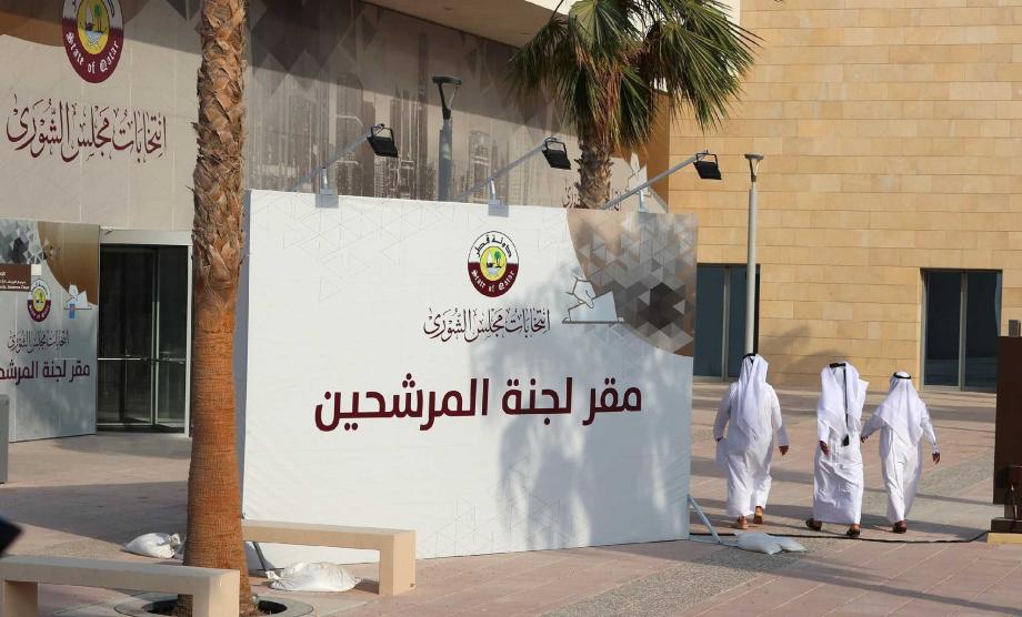 القطريون يدلون بأصواتهم لاختيار ممثليهم في أو ل مجلس شورى منتخب