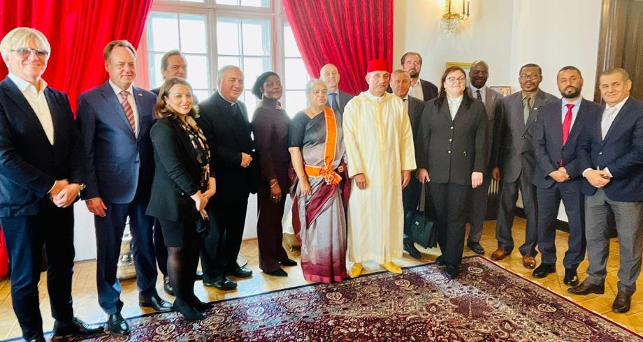 وارسو.. تسليم الحمالة الكبرى للوسام العلوي لسفيرة بنغلاديش السابقة في الرباط