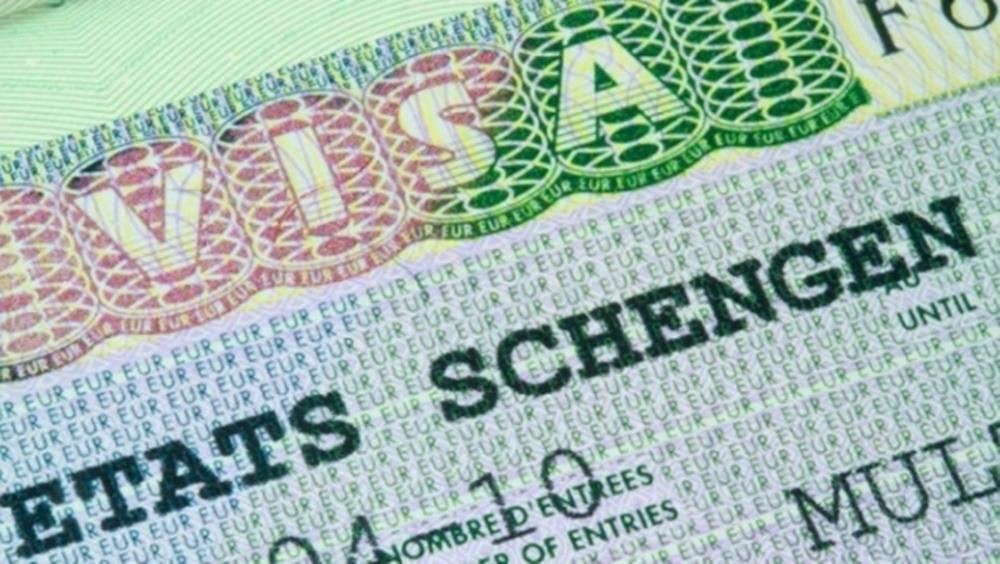 أزمة التأشيرات الفرنسية: قرار تقني أم ورقة انتخابية؟