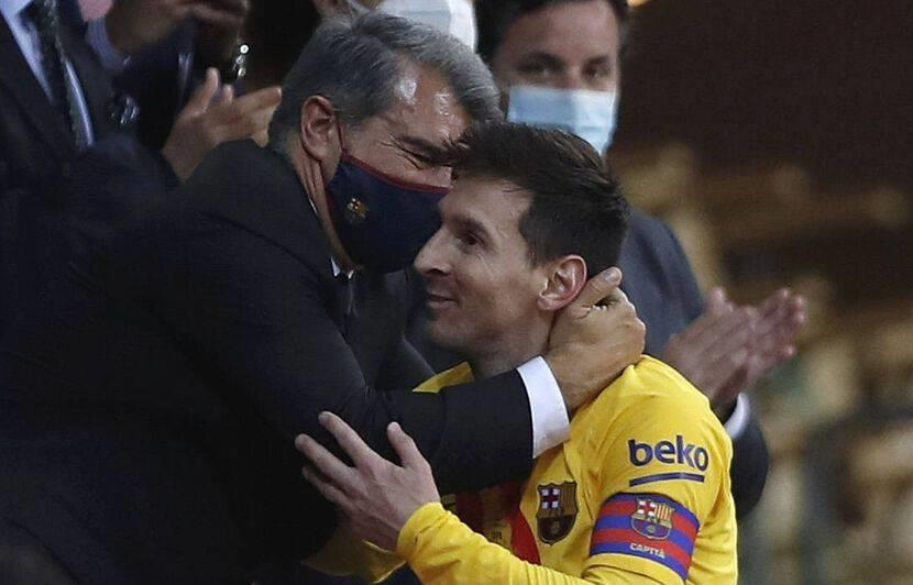 لابورتا: تمنيت لو أن ميسي عرض اللعب مجاناً لبرشلونة