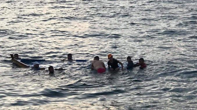 Vingt marins secourus et deux autres portés disparus au large de la Mauritanie