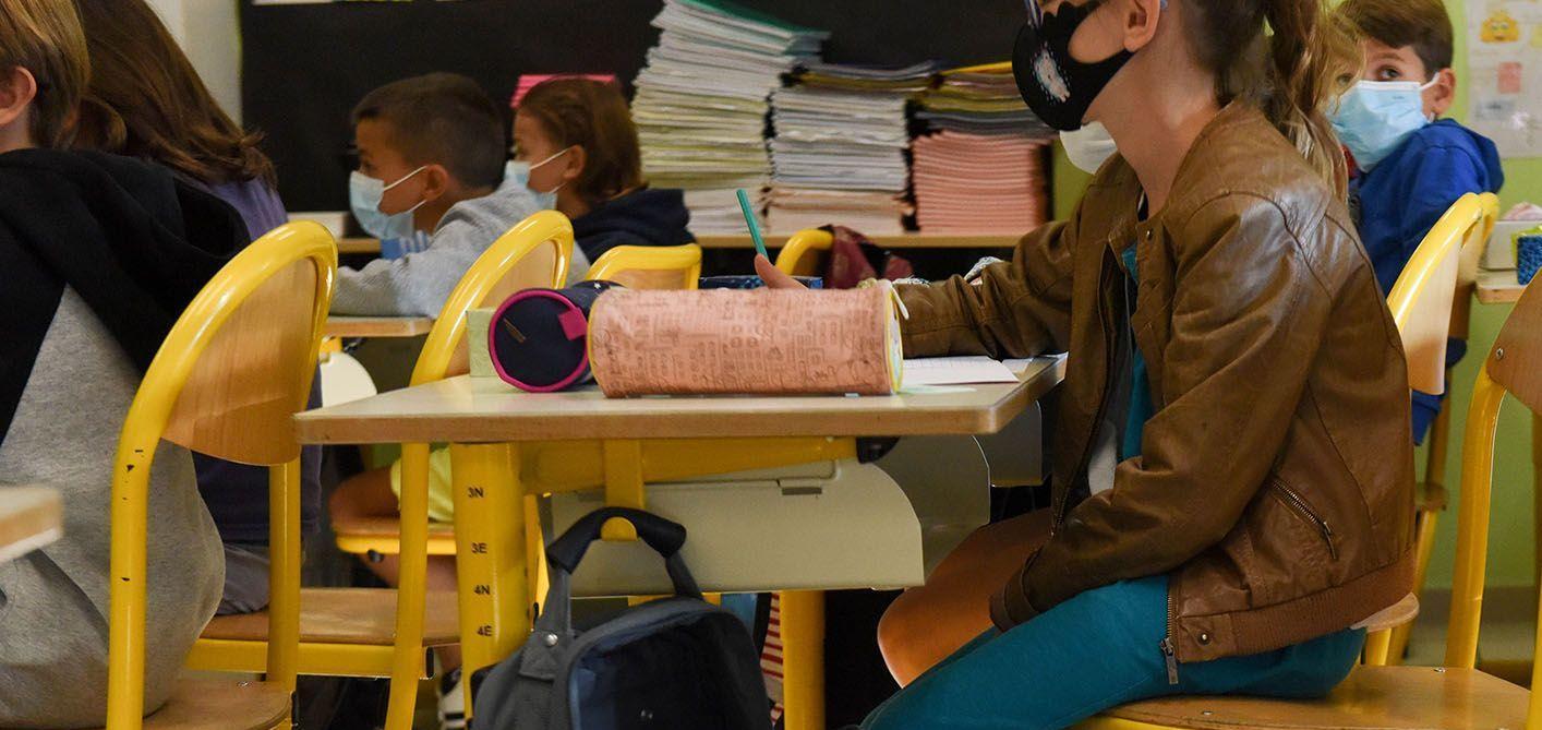 France : l'obligation du port du masque dans les écoles levée dans une vingtaine de départements