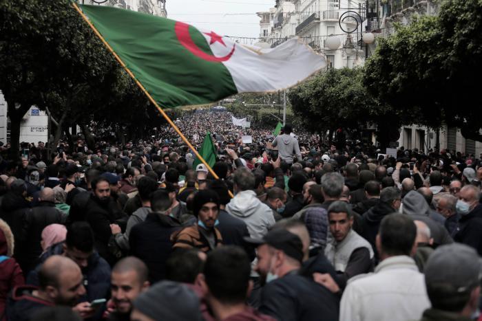 الجزائر...موجة تنديد إثر حل جمعية للدفاع عن حقوق الإنسان