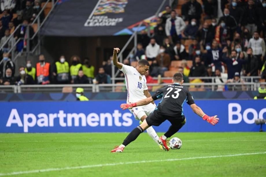 L'UEFA demande une reformulation de la règle du hors-jeu