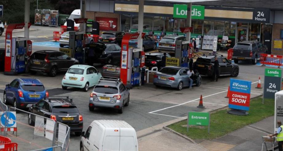 بريطانيا تخفف القواعد المفروضة على سائقي الشاحنات الأجانب لمواجهة أزمة الإمدادات