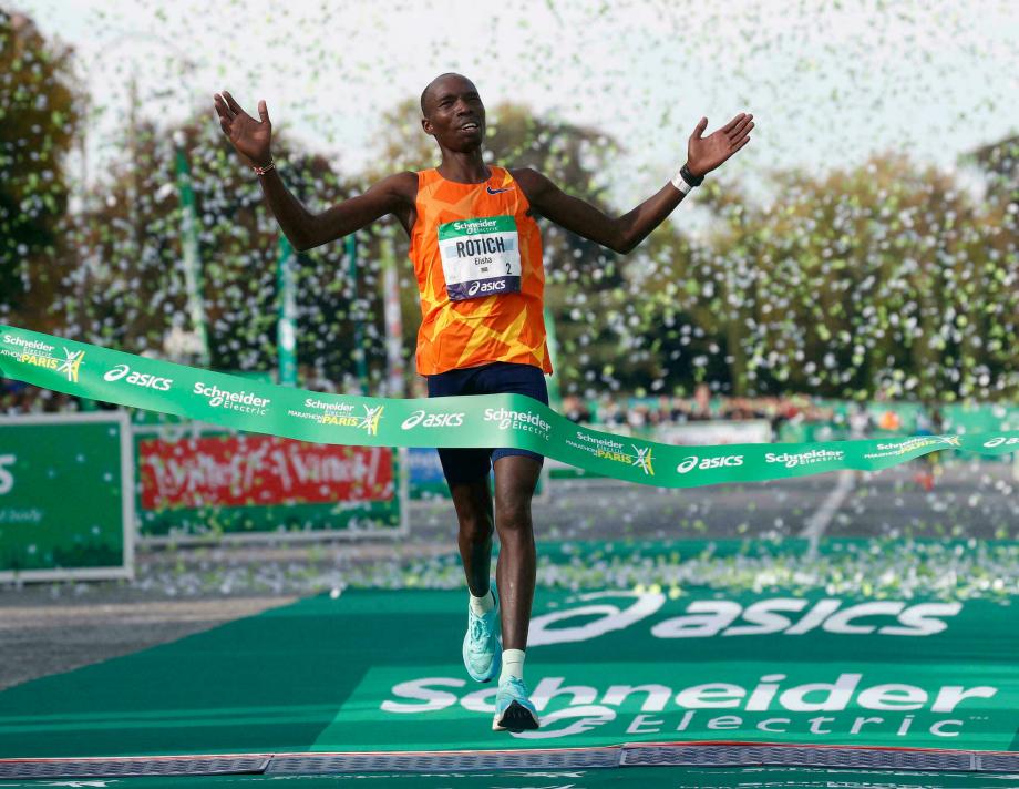 Marathon de Paris: victoire et record pour le Kényan Elisha Rotich