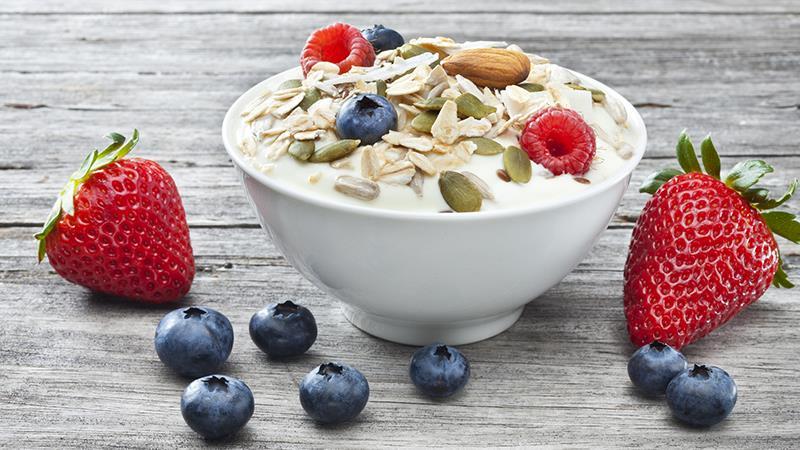دراسة: الزبادي والأنظمة الغذائية الغنية بالألياف تخفض الإصابة بسرطان الرئة