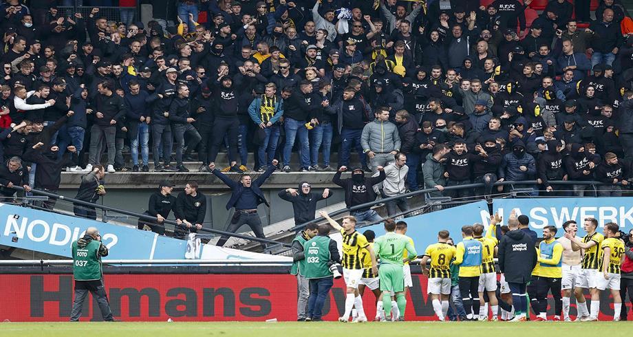 انهيار مدرج ملعب في هولندا دون إصابات