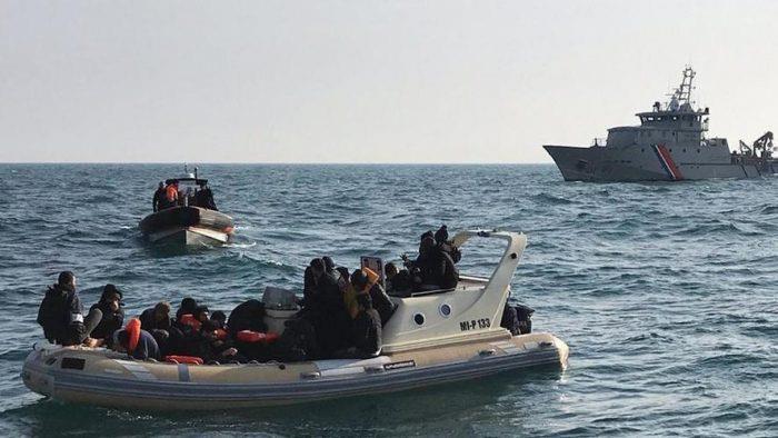 Manche: sauvetage de 213 migrants qui tentaient de rejoindre l'Angleterre