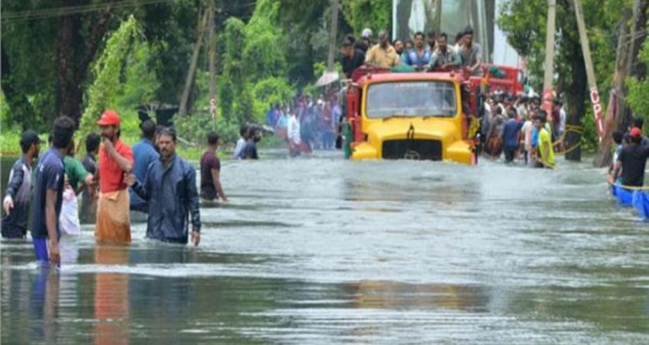 أكثر من مئة قتيل في الهند والنيبال في فيضانات وانزلاقات تربة