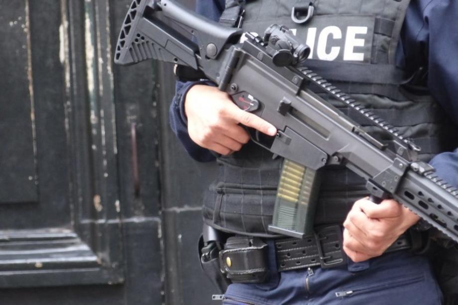France: interpellation de 3 militants d'ultra-droite et découverte d'un arsenal de guerre