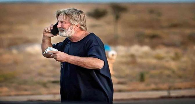 صدمة في أوساط السينما إثر مقتل مديرة تصوير برصاص أطلقه أليك بالدوين