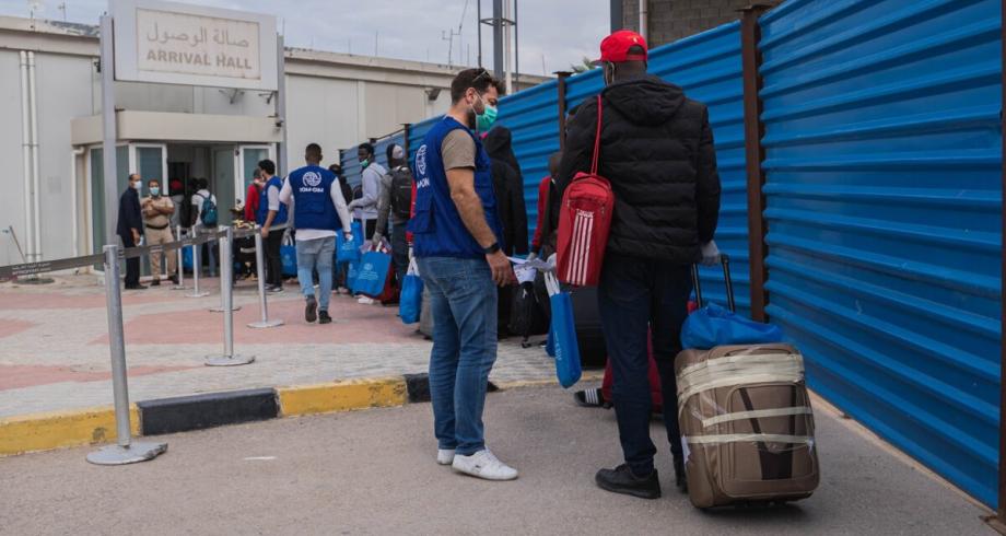 ليبيا .. المنظمة الدولية للهجرة تعلن استئناف رحلات ترحيل المهاجرين