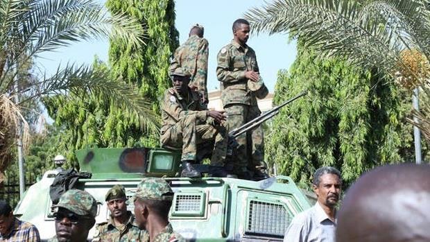 الجيش يعتقل رئيس الوزراء وأعضاء مجلس السيادة وعدد من الوزراء في السودان