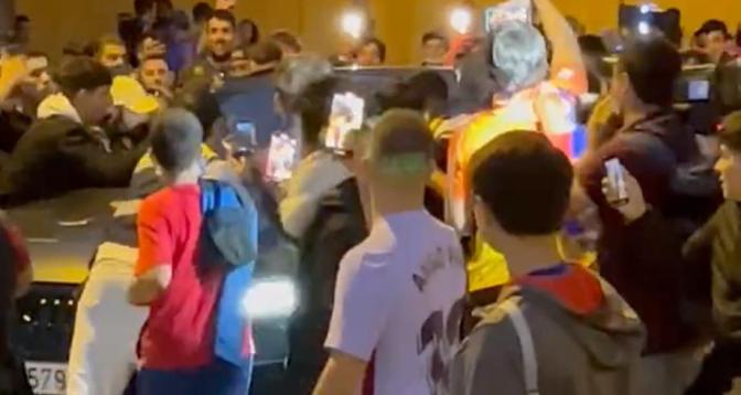"""Le Barça condamne """"les gestes violents et insultants"""" de ses supporters à l'égard de Koeman"""