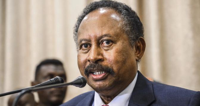 إعادة رئيس وزراء السودان وقرينته لمقر إقامتهما بالخرطوم