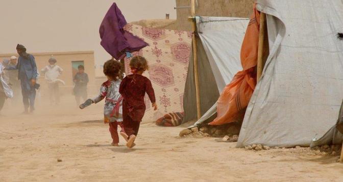 الأزمة المعيشية تتدهور في أفغانستان وتضطر أسرا لبيع أطفالها