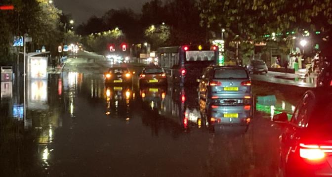 Royaume-Uni: Glasgow touchée par les inondations à la veille de la COP26