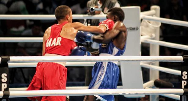 الملاكم المغربي محمد حموت يحرز ذهبية وزن الريشة في الألعاب الإفريقية