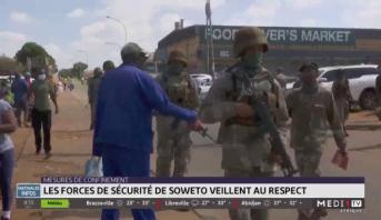 Mesures de confinement: les forces de sécurité de Soweto veillent au respect