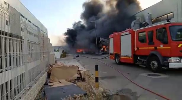 اندلاع حريق مهول بمصنع في المنطقة الصناعية لطنجة