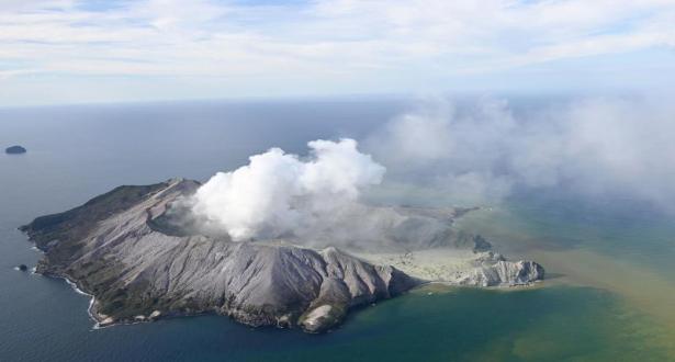 Nouvelle-Zélande: des touristes portés disparus après l'éruption d'un volcan