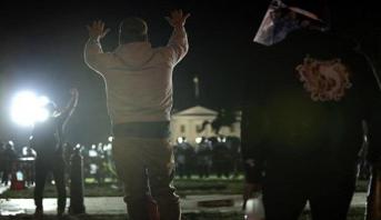 USA: incendies et affrontements entre policiers et manifestants devant la Maison Blanche