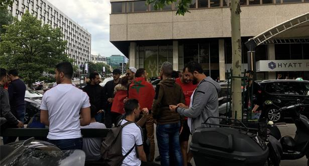 """أنصار الوداد يتجمعون قرب فندق اجتماع اللجنة التنفيذية لـ """"الكاف"""""""