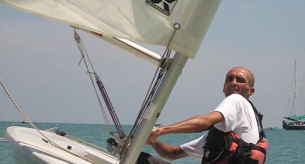 مغربي يسجل رقما قياسيا للعبور على متن قارب صغير في خليج تايلاند