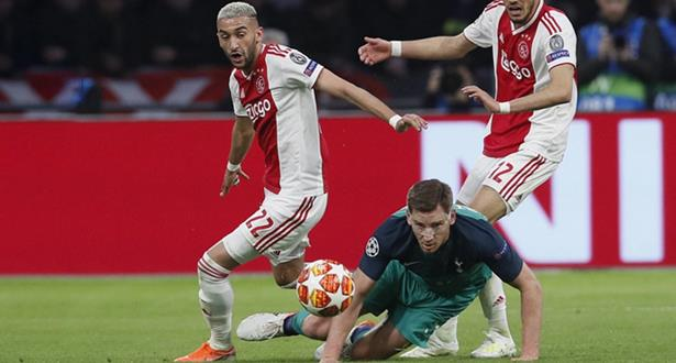 """فيديو .. أياكس يودع زياش بـ """"باقة"""" لأروع أهدافه ومهاراته"""